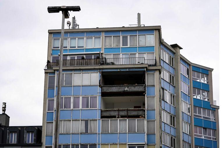 Op de Brusselse Zuidlaan stortte een stuk van een appartementsgebouw in. Beeld AFP