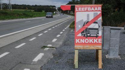 400 borden, affiches en vlaggen tegen kmo-zone en extra vrachtverkeer