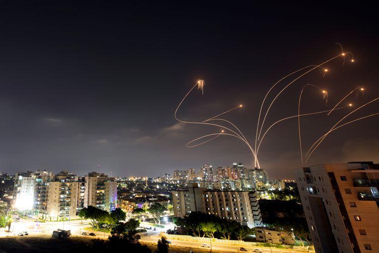 Het Israëlische raketafweersysteem schiet over het algemeen inkomende raketten  makkelijk uit de lucht.  Beeld Reuters