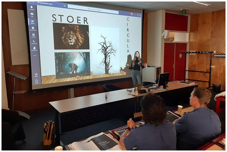 Presentatie interieurontwerp brandweerkazerne Brandweer Hoofddorp, door studenten van het Nova College. Beeld Brandweer Hoofddorp