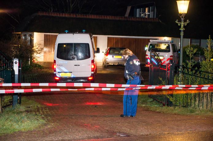 Op 25 februari 2014 probeerden gemaskerde en gewapende mannen een villa aan de Waaldijk binnen te dringen.