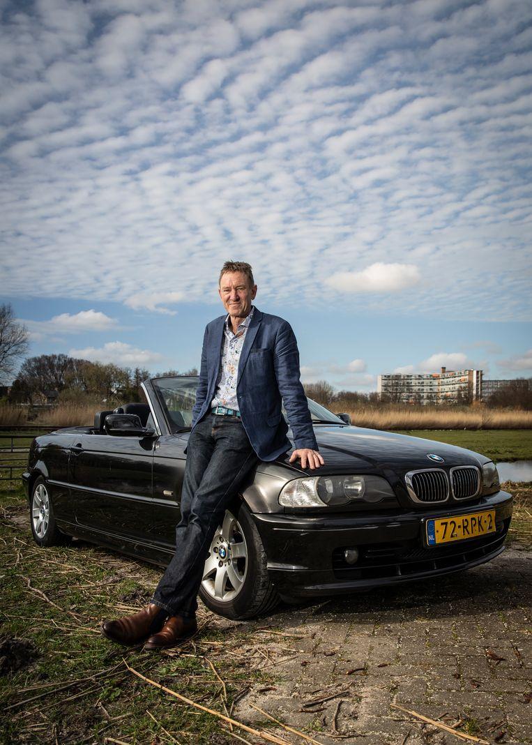 Hans van de Schaaf heeft een BMW Cabriolet van een krappe 20 jaar oud. Beeld Dingena Mol