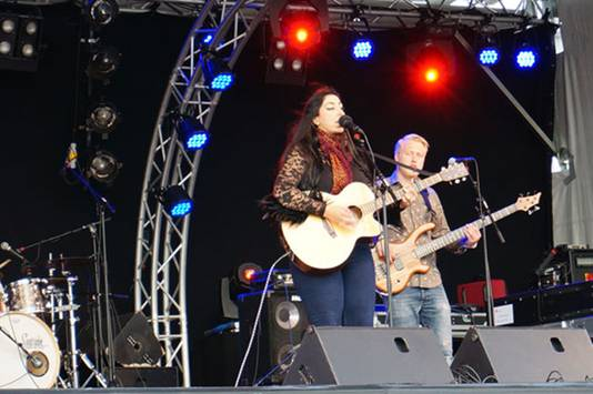 Joan tijdens een recent optreden.