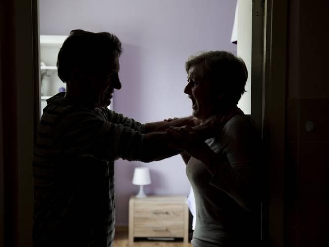 Man (55) verspreidt seksfilmpjes van ex, probeert haar te wurgen voor ogen van zoontje (5)... en mag na vonnis cel verlaten