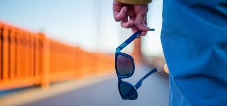 Ocean Cleanup onthult zonnebril van plastic uit oceaan