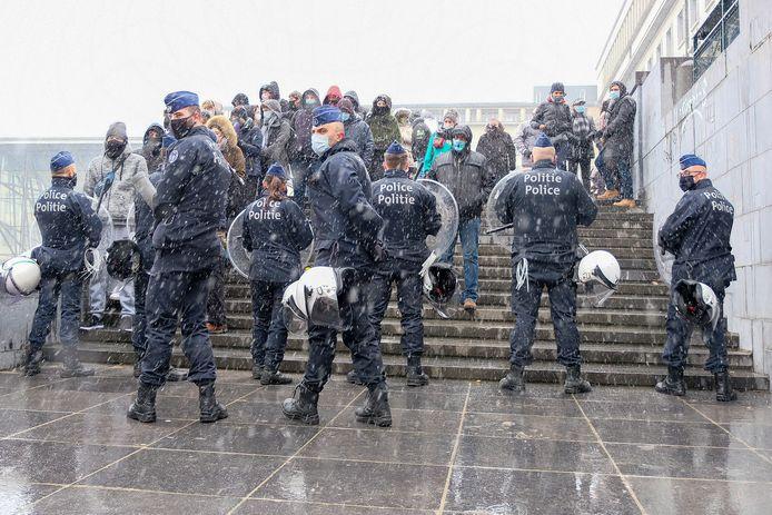 De Brusselse politie in actie tijdens een betoging op de Kunstberg (archiefbeeld).
