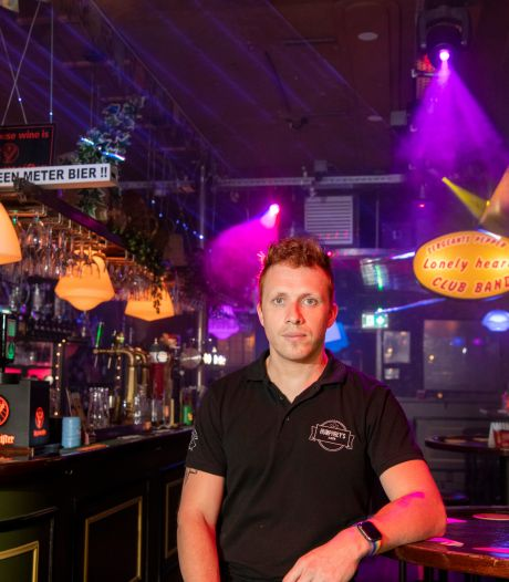 Apeldoornse kroegbaas Mike boos om uitgestelde opening nachthoreca: 'Ik voel me niet serieus genomen'