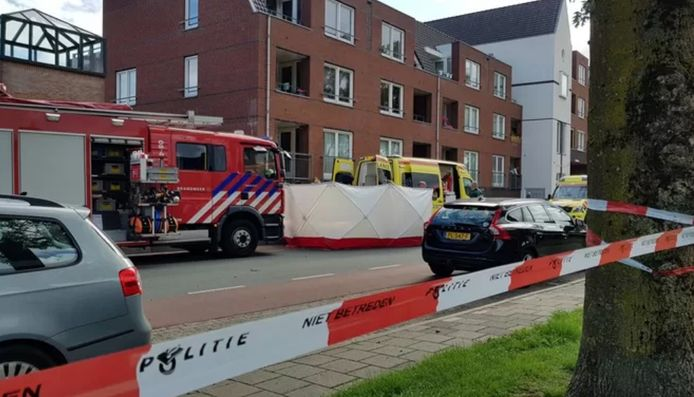Hulpdiensten in Beuningen vlak na de moord op Mehmet.