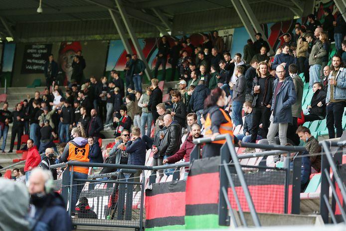 Supporters van NEC in De Goffert voor het nacompetitieduel met Roda JC.