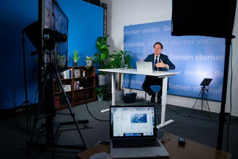 De VVD-lijsttrekker voerde in aanloop naar de Tweede Kamerverkiezingen meerdere digitale gesprekken met kiezers. Beeld ANP