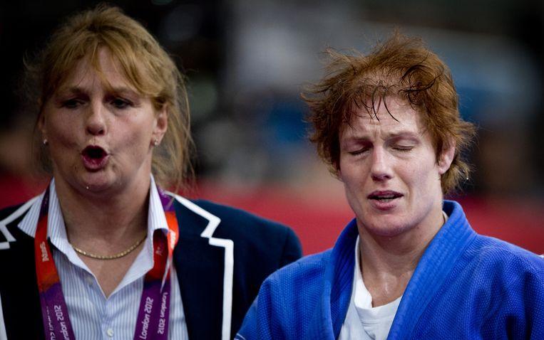Van Unen moedigt Elisabeth Willeboordse aan op de Olympische Spelen van 2012. Beeld anp