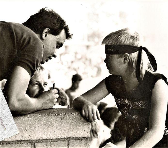 Lauran Wijffels interviewt  de jonge Timothy en zijn vader Jan Provily.