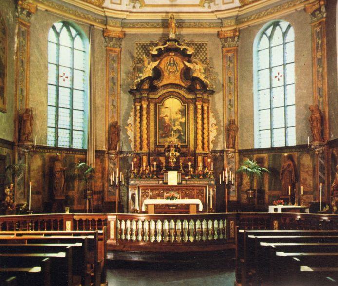 Het originele interieur van de kapel van de Zusters Birgittinessen . De schilderingen op de muur achter het altaar zijn in 1980 allemaal onder een laag grijze verf verdwenen.