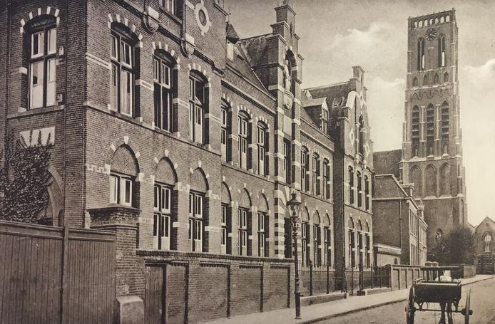 Fratersklooster in 1888 gebouwd door de Osse aannemer A. Peters. Nu stijlvol kantoor van aannemer Berghege.
