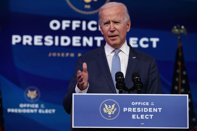 Aankomend president Joe Biden spreekt in een televisietoespraak van een aanval op de democratie.  Beeld AFP
