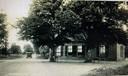 Het Bonte Paard Dijkerhoek begin vorige eeuw. Achter de ramen in het midden van de boerderij lag de gelagkamer.