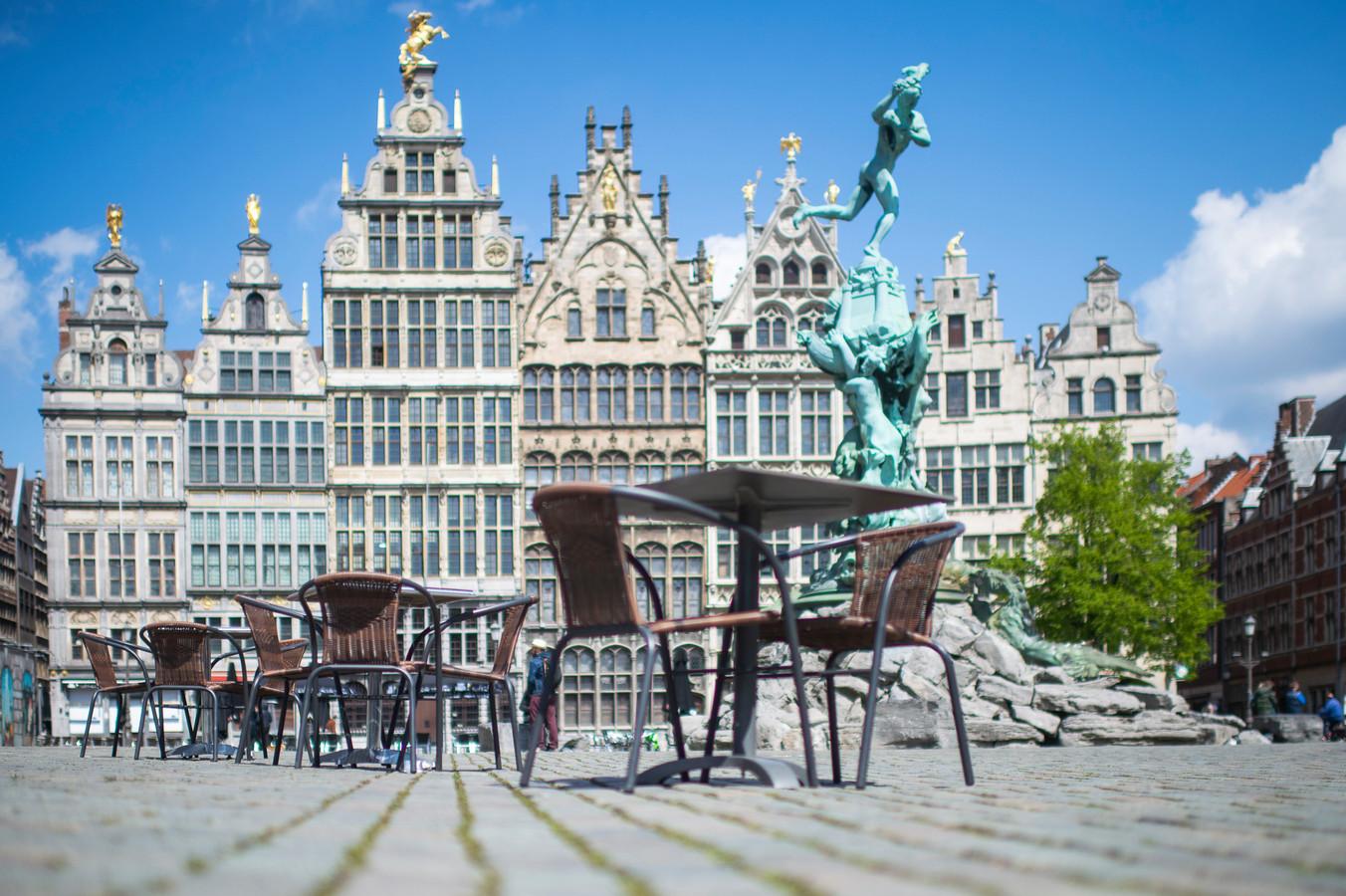 De Grote Markt in Antwerpen wordt morgen één groot terras.