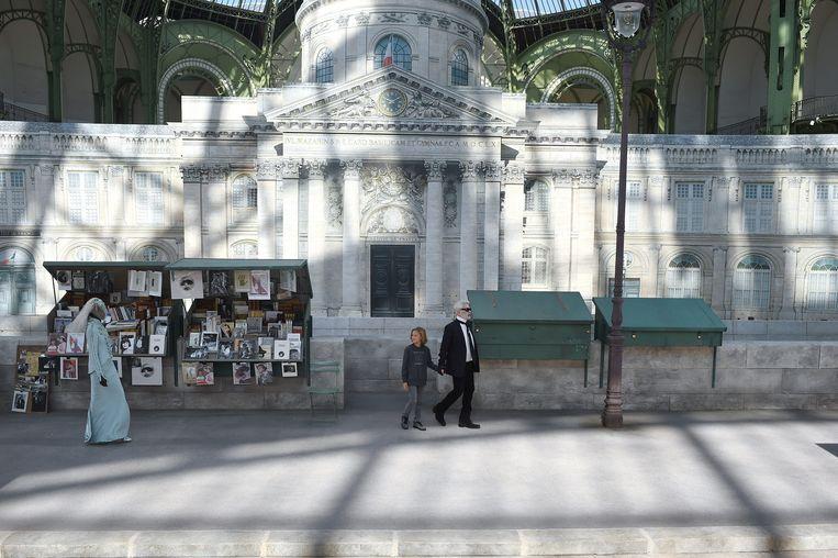 Chanel couture herfst-wintercollectie 2018/2019 waarvoor Grand Palais omgebouwd werd tot de straten van Parijs.