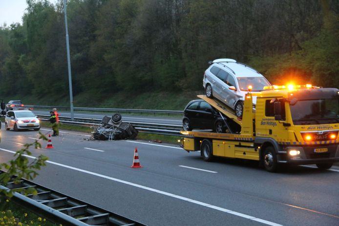 Bergingsbedrijf Ben Heiltjes uit Cuijk moet weer eens auto's wegslepen na een ongeval op de A73.