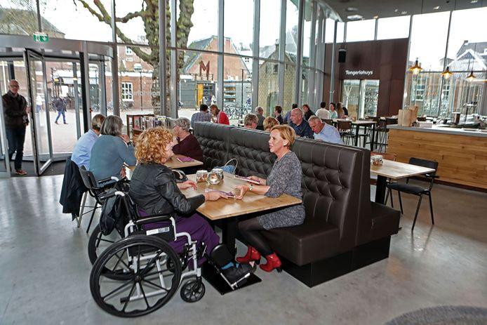 Neem vooral de tijd om lekker te tafelen bij Over de Tong in Roosendaal. Foto Chris van Klinken / Pix4Profs