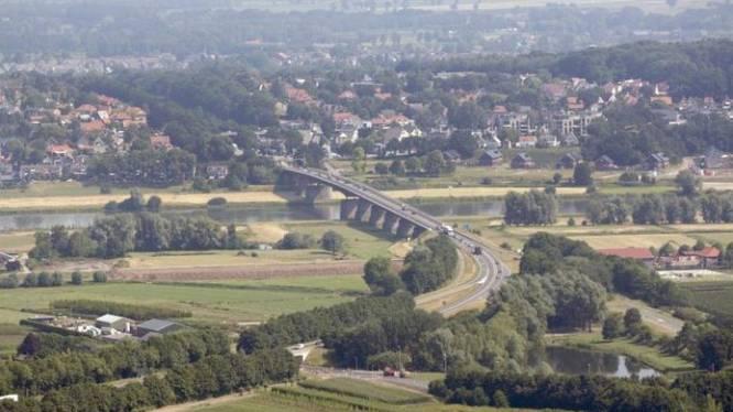 Wethouder: 'Wie zegt dat de Rijnbrug het nog twintig jaar volhoudt?'