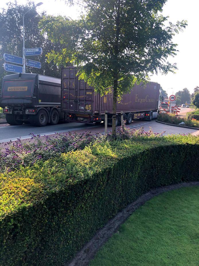 Verkeersdrukte in Wanroij als gevolg van wegwerkzaamheden, mede in Sint Hubert.