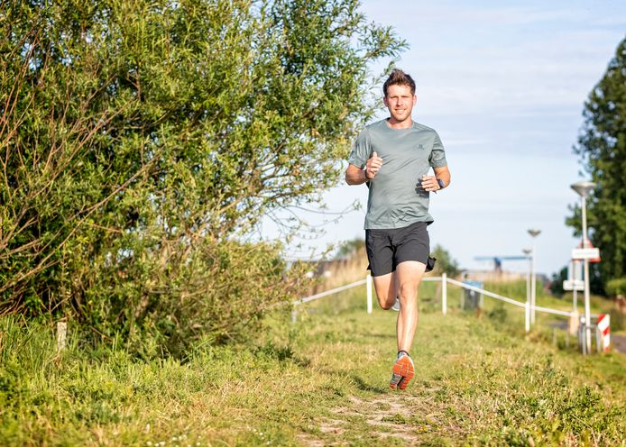 Luuk van der Jagt rent zondag 100 km in de polder.