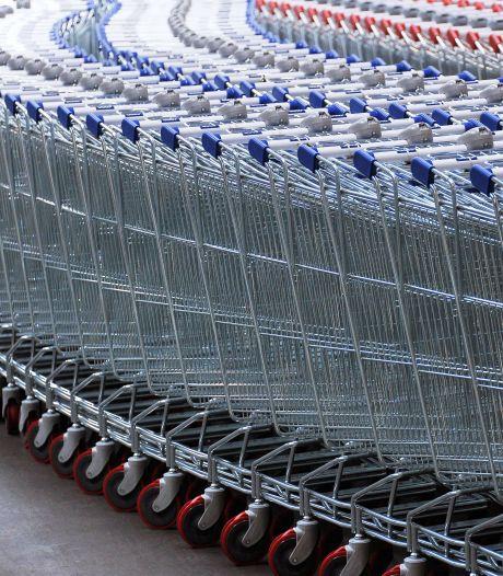 Mécontents des files, des centaines de clients abandonnent leur caddie dans un supermarché