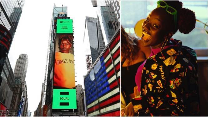 """Antwerpse zangeres Miss Angel (24) kijkt uit over Times Square: """"Ik dacht aan een poster op de Meir, het is een gigantische led-wall in New York geworden"""""""