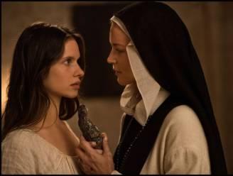 """Paul Verhoeven choqueert met lesbische nonnen in 'Benedetta': """"Een intimiteitscoördinator? Ik zou geweigerd hebben"""""""
