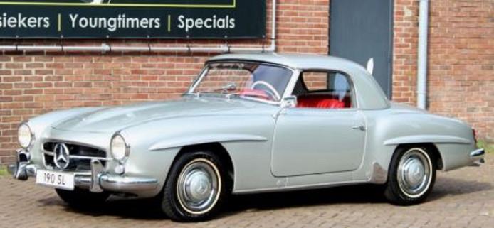 Deze gestolen Mercedes-Benz 190 SL uit 1956 is zo'n 1,5 ton waard volgens privédetective John Vullers.