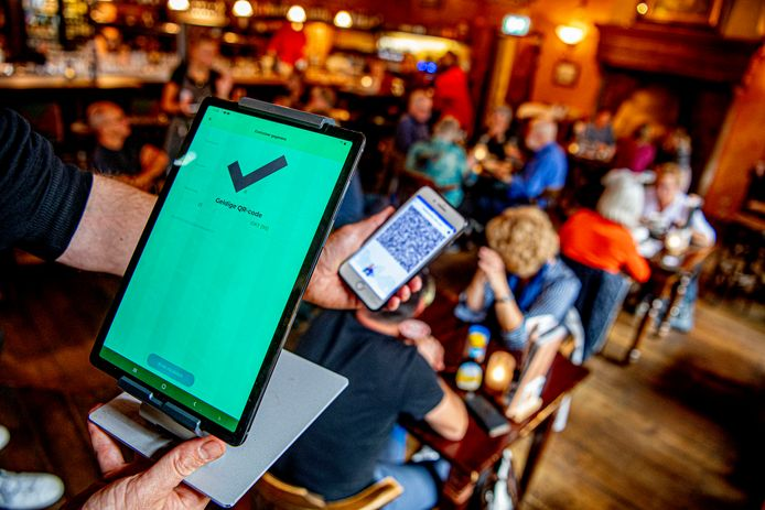 Met de CoronaCheck Scanner kunnen ondernemers de QR-code van bezoekers controleren.