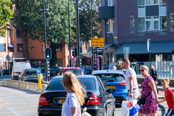 Het college wil het aantal auto's op de cityring drastisch terugbrengen. En herinrichten: hele stroken asfalt vervangen door groen en klinkers, zo ontstaat er meer ruimte voor stoepen en fietspaden.