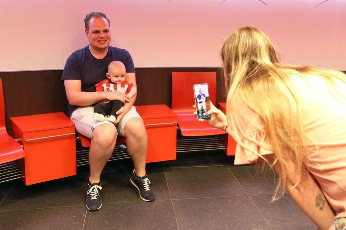 EINDHOVEN - Ook in de kleedkamer van PSV mochten foto's gemaakt worden