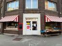 Het buurtwinkeltje aan het pleintje in de Meersstraat.