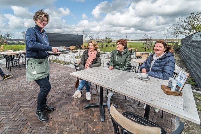 """Aan de rand van het Balijbos is sinds april een nieuw restaurant geopend: ,,We hebben echt geluk met ons grote terras."""""""