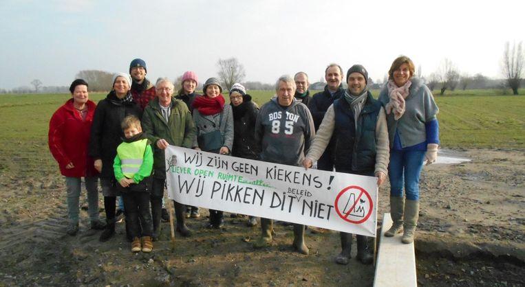 De buren pikken het niet dat Vlaams minister Joke Schauvliege toch een milieuvergunning afgeleverd heeft.