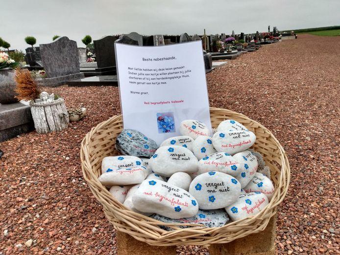 Galmaarden: Vergeet-me-nietjes-KEITJES-actie op begraafplaats van Vollezele om laatste vaderdag te 'vieren'.