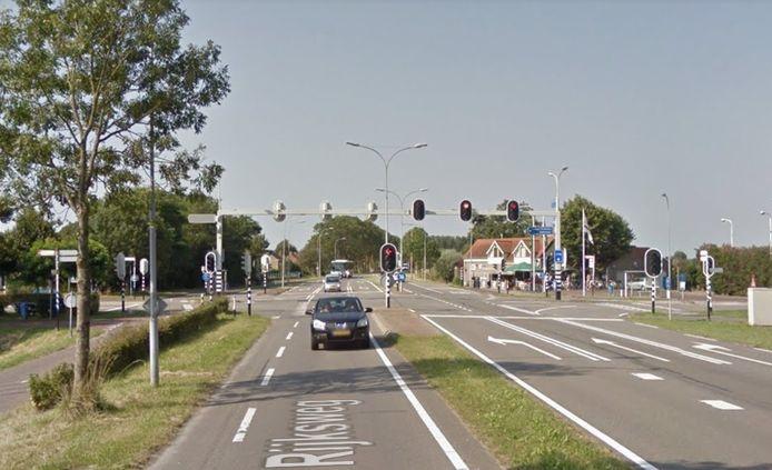 De verkeerslichten bij 's-Heer Hendrikskinderen worden vervangen door een rotonde.