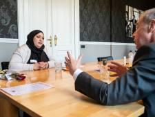 Bijstandsvrouwen daten met CEO's: 'Ik sta open voor alles, droom van geld verdienen en studeren'