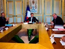 """Macron évoque un """"nouveau chemin"""" avec une """"nouvelle équipe"""""""