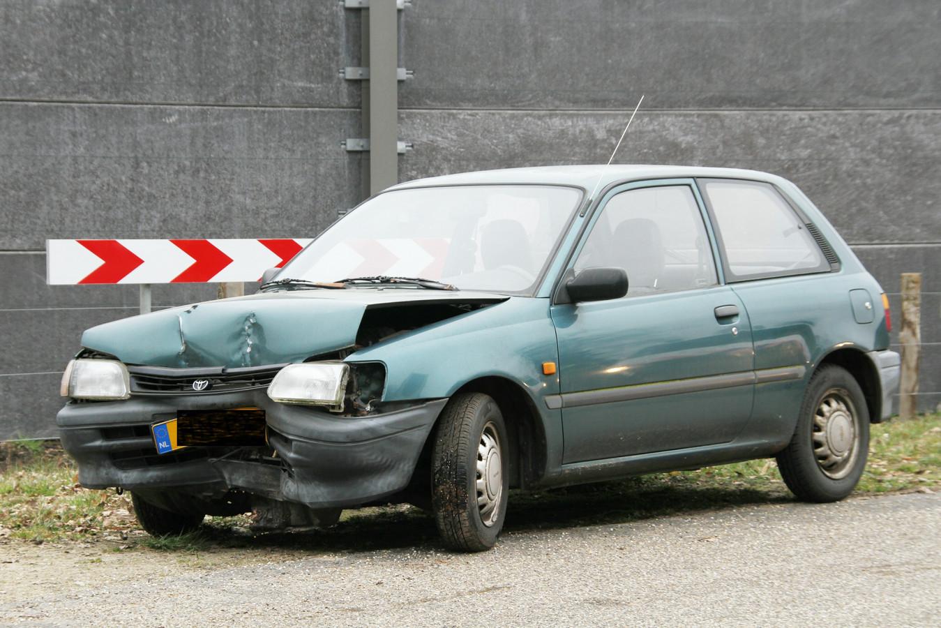 De auto is als gevolg van het eenzijdige ongeluk zwaar beschadigd.
