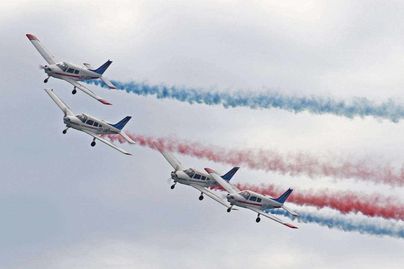 Een formatievlucht van The Victors.
