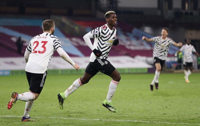 Paul Pogba viert zijn goal.