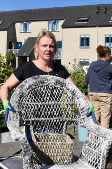 Dorpsgenoten ontruimen huis en tuin van ziekelijk verzamelende dementiepatiënt
