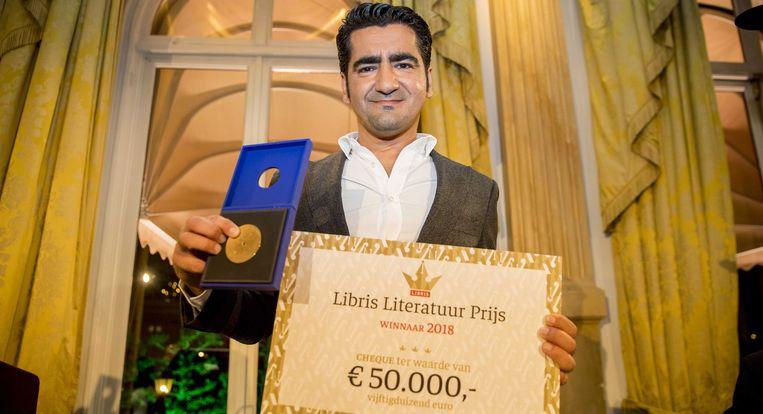 Eerder nam Isik de Libris Literatuurprijs in ontvangst voor zijn roman Wees onzichtbaar.  Beeld EPA