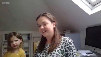 Dochter zorgt voor hilarisch moment tijdens live interview