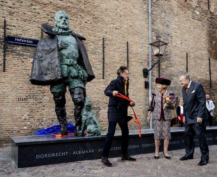 Op de sokkel van het standbeeld van Willem van Oranje staan alle plaatsnamen van de steden van Holland, behalve die van Oudewater.