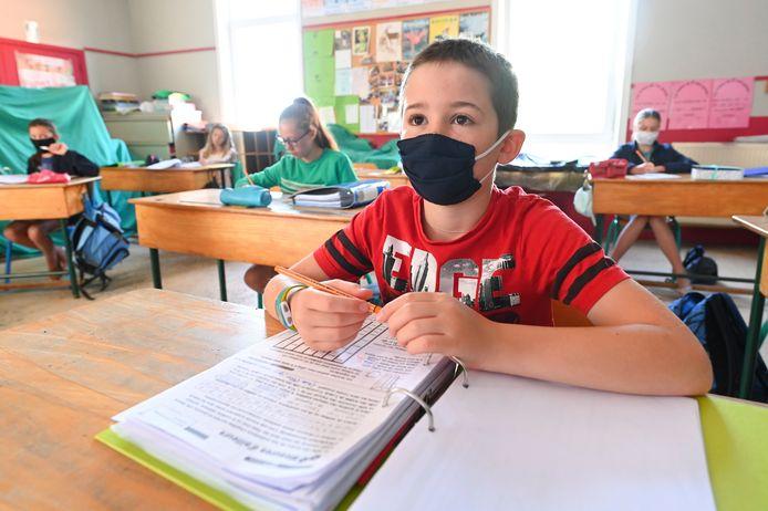Illustratiebeeld: corona in de klas.