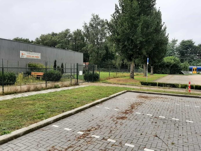 De parkeerplaats vlakbij het NS-station in Heeze.